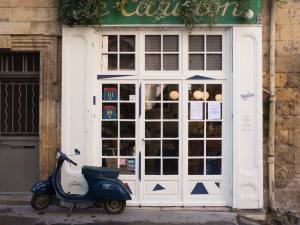 wine bar in Aix-en-Provence (exterior)