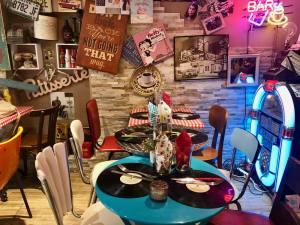 LoveSpots_Housecookies_restaurant_Aix-en-provence_01_table