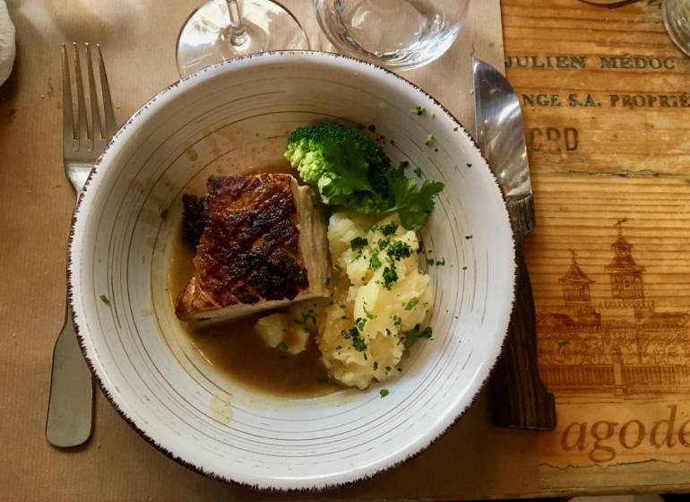 Bistrot et Cave a vins à Aix Les Vieilles Canailles plat