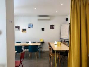 Anticafé Coworking à Aix-en-Provence terrasse espace de travail