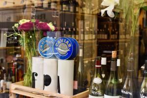 Mademoiselle Wine cave à à vins à Aix en Provence vitrine