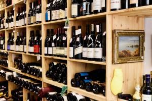 Mademoiselle Wine cave à à vins à Aix en Provence bouteilles