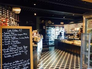 La Fromagerie du Passage, fromagerie, cave à vins et restaurant à Aix en Provence intérieur