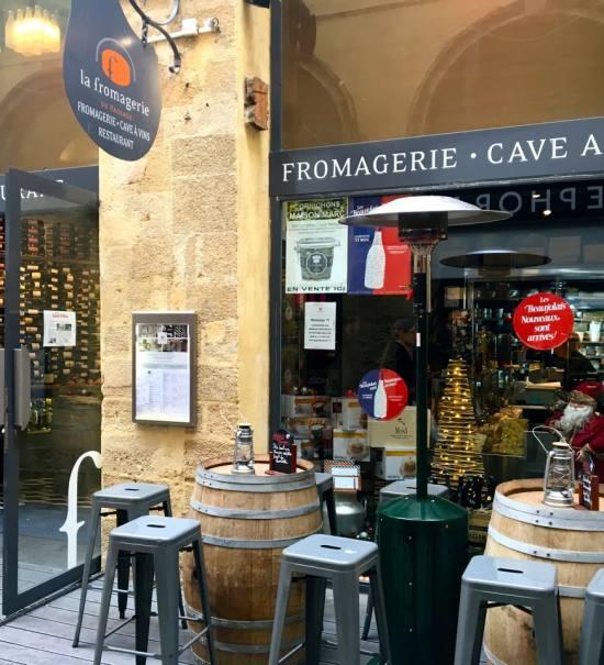 La Fromagerie du Passage, fromagerie, cave à vins et restaurant à Aix en Provence terrasse
