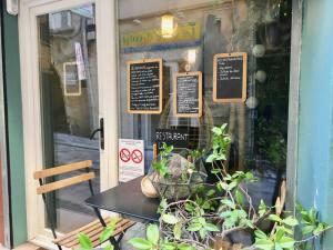 Les P'tites Bouchées, Dim Sum in Aix-en-Provence (window)