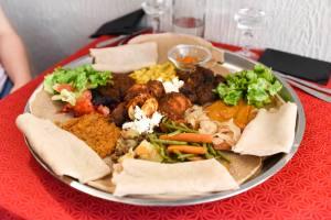 Chez Ama restaurant ethiopien Aix en Provence plat à partager