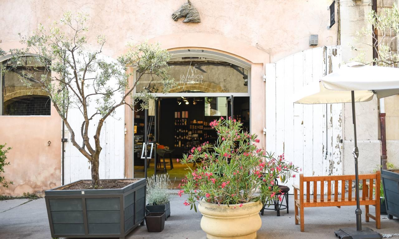 la maison francaise epicerie fine et restaurant salon de thé aix en provence vitrine