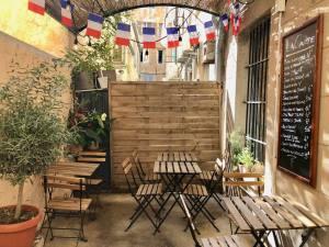 L'Aperitif français, épicerie et cave à Aix en Provence (patio)