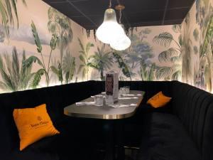 love-spots_brasserie_Faubourg46_aix-en-provence_01-lounge