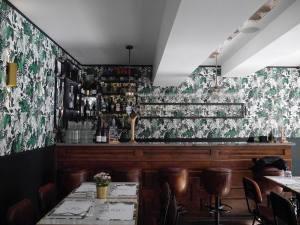 Le Petit Baron, restaurant et bar à visn et tapas à Aix en Provence (comptoir)