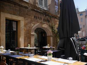Le Petit Baron, restaurant and wine bar and tapas in Aix en Provence (terrasse)