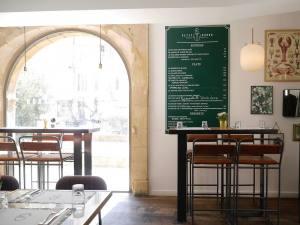 Le Petit Baron, restaurant et bar à visn et tapas à Aix en Provence (salle)
