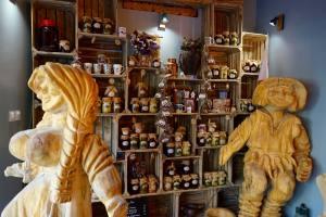 Sielanka, restaurant et traiteur polonais à Aix-en-Provence (statuettes)