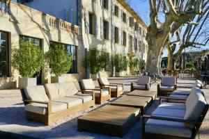 Domaine de Fontenille: Hotel, restaurant et vignoble à Lauris dans le Lubéron (terrasse)