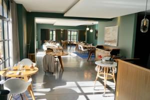 Domaine de Fontenille: Hotel, restaurant et vignoble à Lauris dans le Lubéron (Champ des lunes)