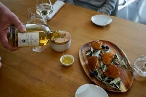 Domaine de Fontenille: Hotel, restaurant et vignoble à Lauris dans le Lubéron (huile d'olives)