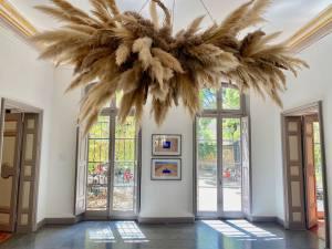 Habiter la terre, exposition de Rubén Martín De Lucas à L'Hôtel de Gallifet (suspensions luminaires)