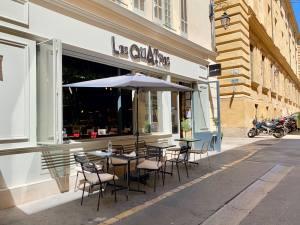 Le Quatre, cuisine de partage et produits régionaux à Aix (devanture)