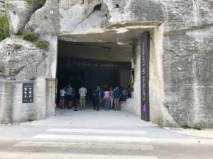 Les Carrières de lumières, centre d'art numérique pour des expositions immersives dans es Baux de Provence (entrée)