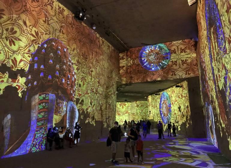 Les Carrières de lumières, centre d'art numérique pour des expositions immersives dans es Baux de Provence (grande salle)