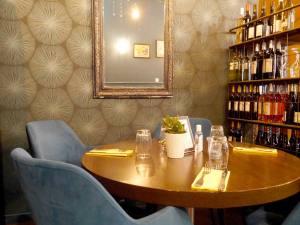 Pop Pop Le Bistrot, bistrot à Aix-en-Provence (table ronde intérieur)