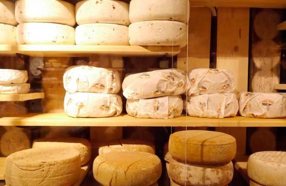 Fromagerie Lemarié, fromagerie à Aix-en-Provence (meules)