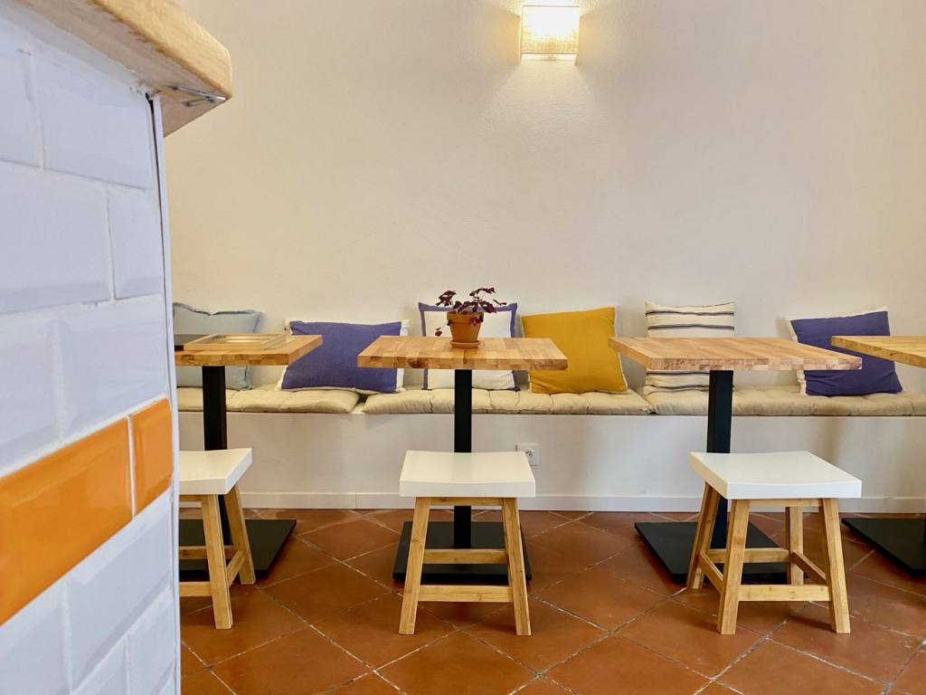 Sanctuary Kitchen, Coffee shop and cantine in Aix (tables)