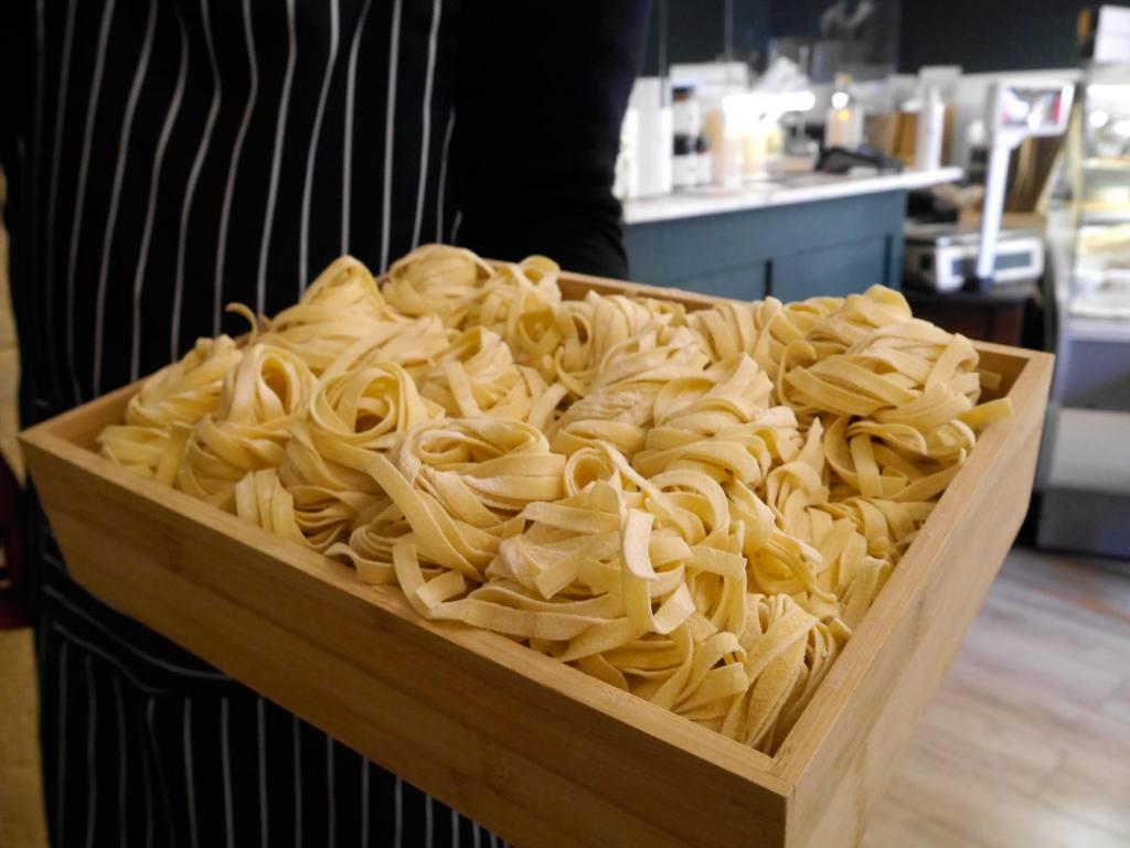 Au pâtes fraiches, fresh pasta in Aix-en-Provence (tagliatelles)