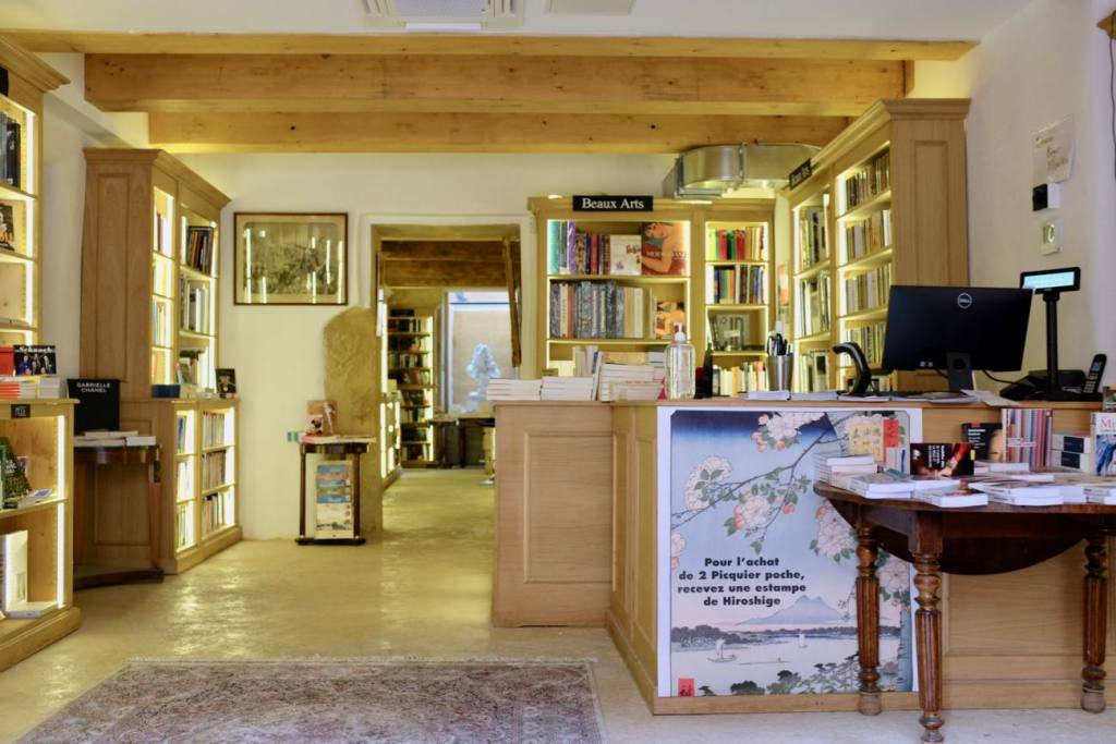 Hotel Boyer d'Eguilles bookshop and cafe in Aix-en-Provence, Love Spots (books)