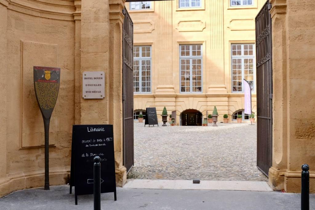 Hotel Boyer d'Eguilles bookshop and cafe in Aix-en-Provence, Love Spots (entrance)