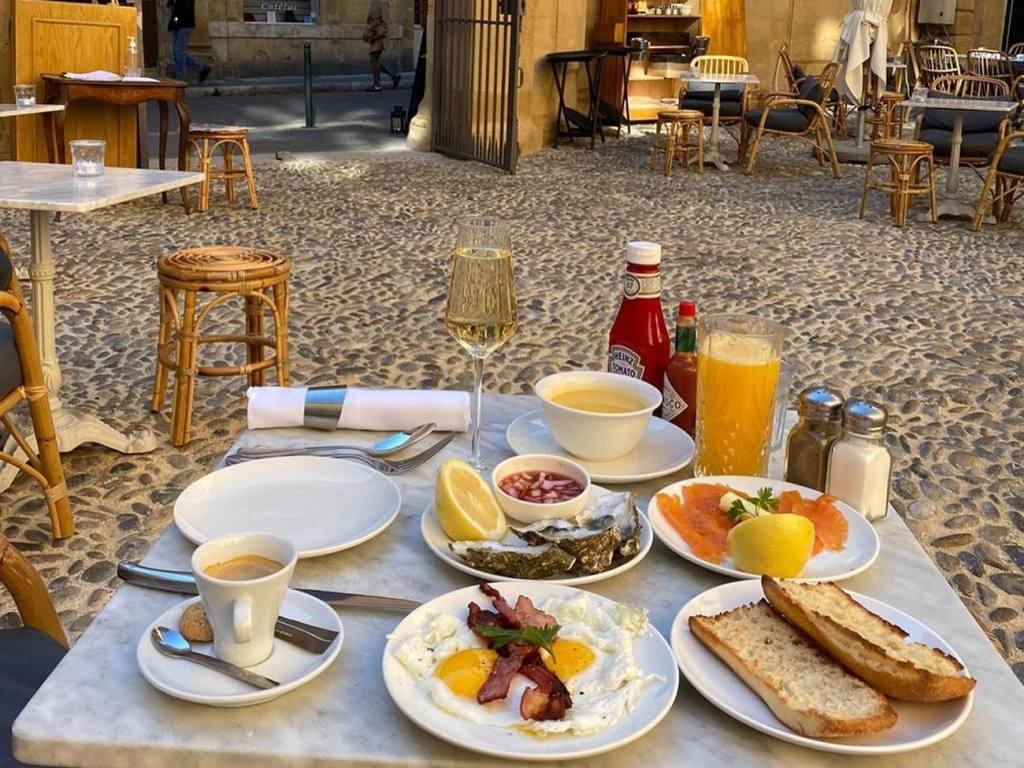 Librairie, café, restaurant de l'Hôtel Boyer d'Eguilles, librairie à Aix-en-Provence (brunch)
