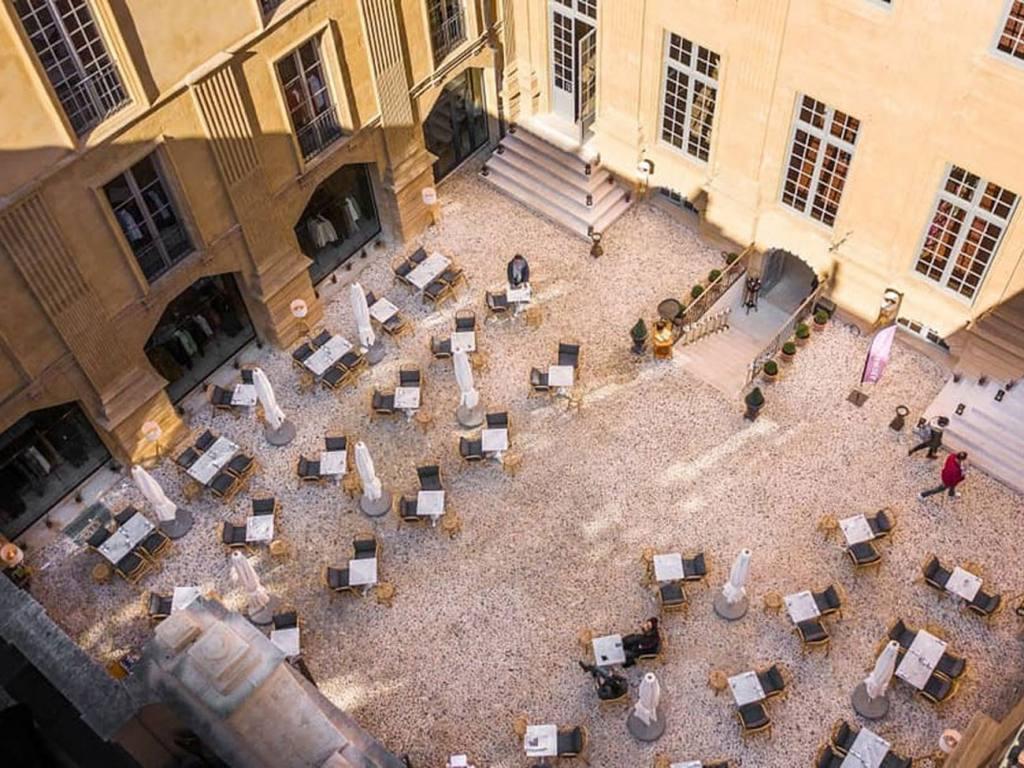 Librairie, café, restaurant de l'Hôtel Boyer d'Eguilles, librairie à Aix-en-Provence (extérieur)