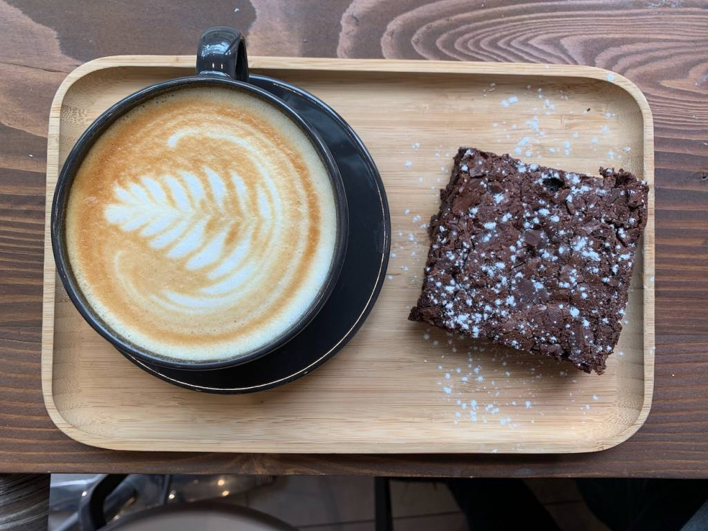 Cafe Lumière, coffee shop in Aix-en-Provence, city guide Love Spots (coffee and cake)