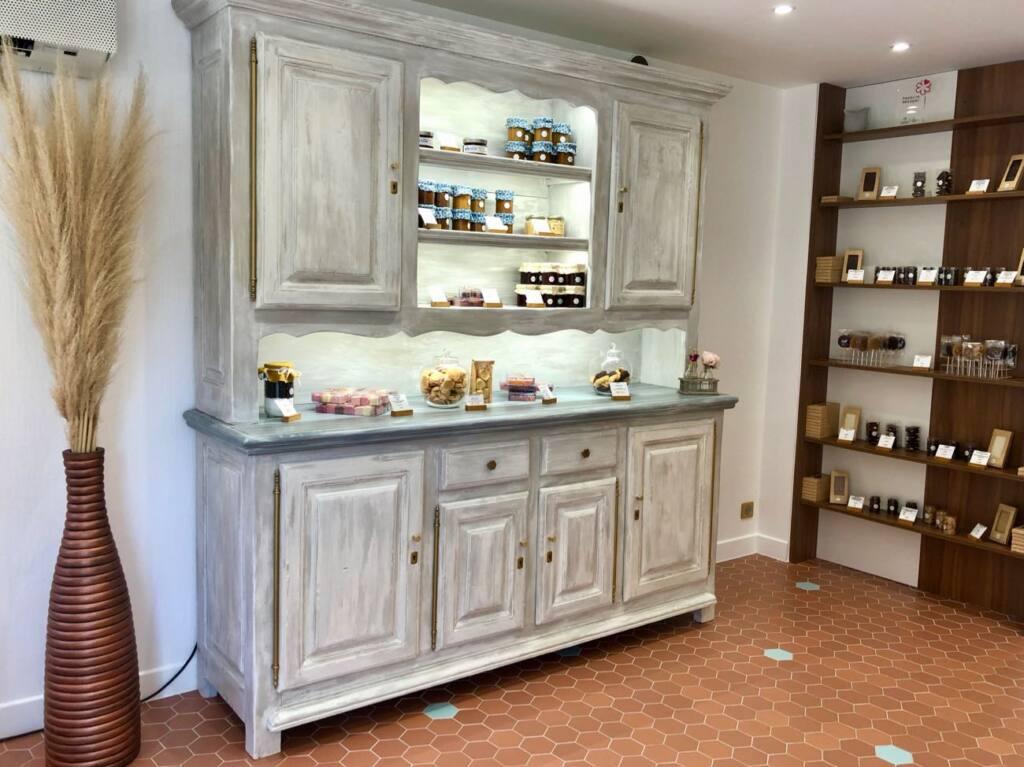 Patisserie Victoire, pastry shop, Aix-en-provence, city guide love spots (a display)