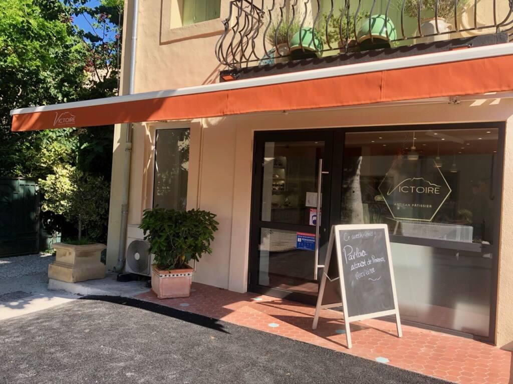 Patisserie Victoire, pastry shop, Aix-en-provence, city guide love spots (frontage)