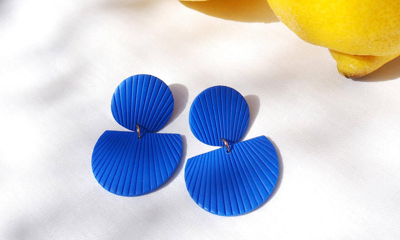 Helka, bijoux à Aix-en-Provence : boucles d'oreilles bleues solar