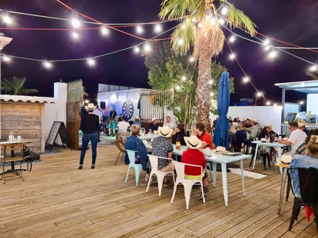 Les Boucans Enfumes, barbecue restaurant in Aix, city guide love spots (evening)