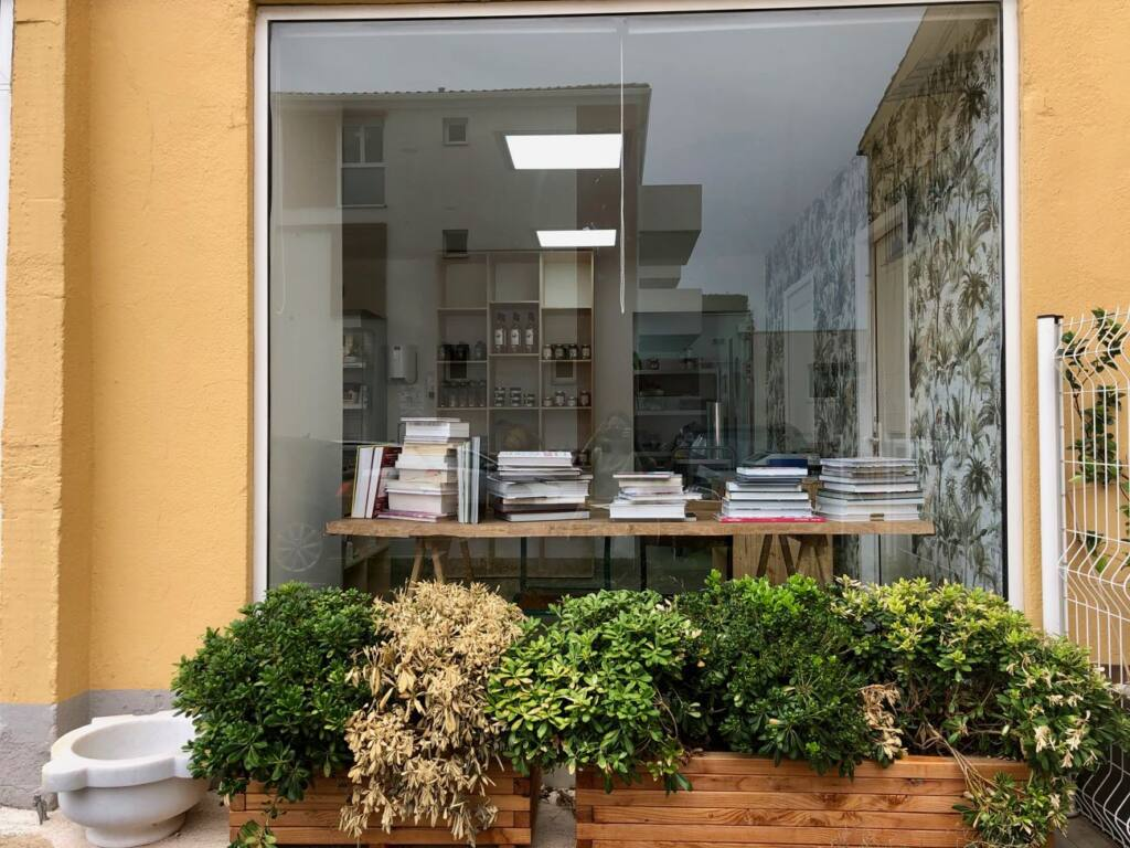 Raphael Chiappero, caterer, butcher and delicatessen, city guide love spots Aix (herbs)